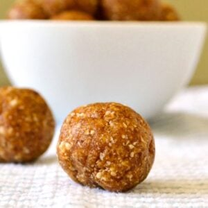 These apricot energy balls are a delicious snack!