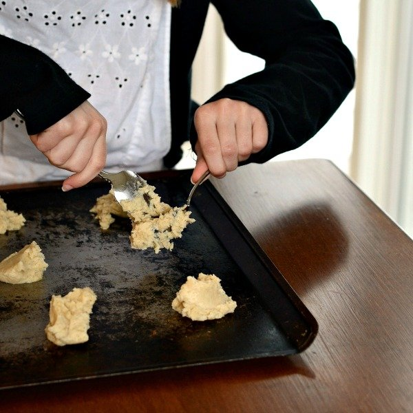 It's so fun baking cookies with my family!