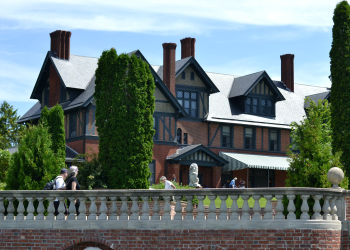 Burlington, Vermont and the neighboring Shelburne Farms are great places to visit in the fall.