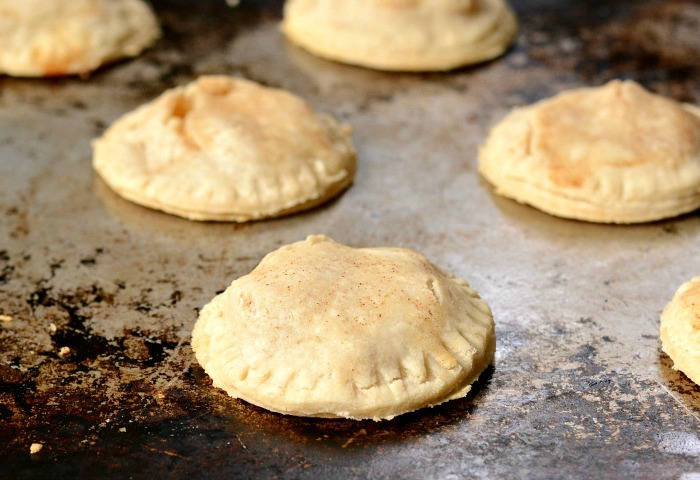 This apple hand pie recipe is so fun for a fall party!