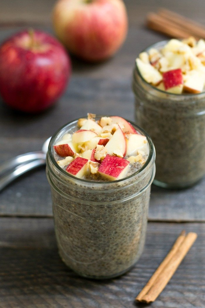 This apple pie chia pudding has the best fall flavor! It's a healthy snack recipe that will keep you feeling full until your next meal. Recipe from realfoodrealdeals.com