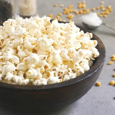 Coconut oil popcorn is such an easy snack!