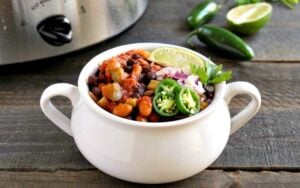 Healthy vegan slow cooker chili