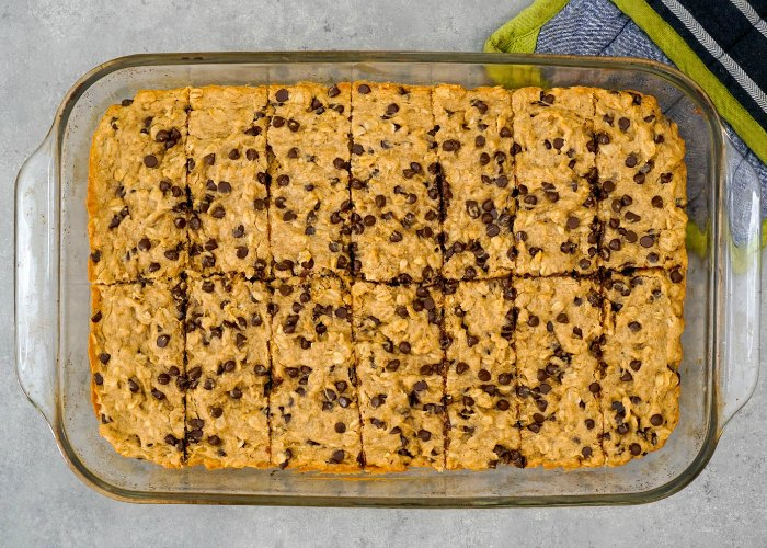 Cut these oatmeal breakfast bars with a spatula for the best shape.
