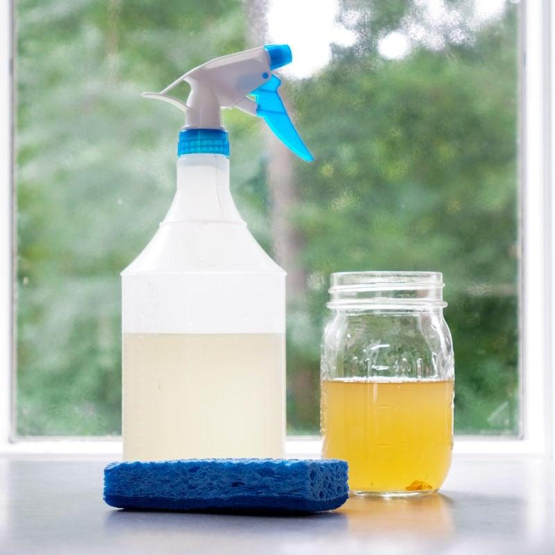 Vinegar cleaning mixture in spray bottle