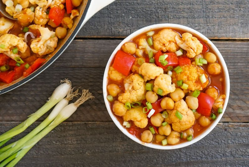 Chickpea curry with scallions