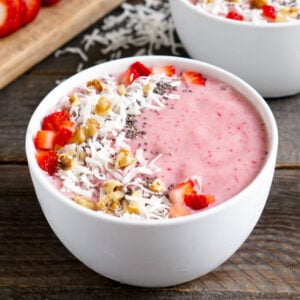 Thick smoothie bowl with toppings